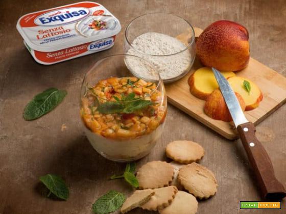Cheesecake con tartare di pesche per un dolce al cucchiaio adatto a tutti