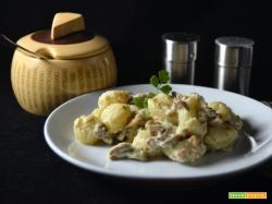 Gnocchi con salsiccia robiola e funghi