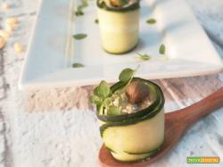 Rotolini di cetriolo con avocado e pinoli