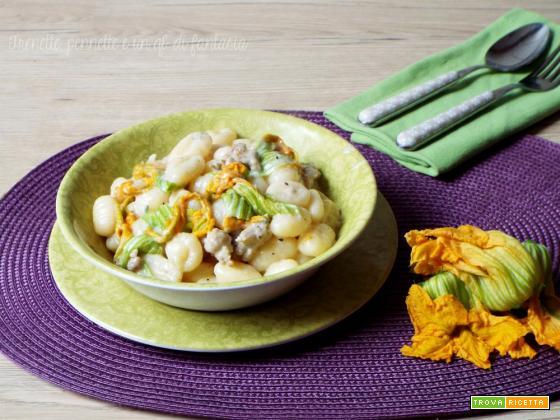 Gnocchi fiori di zucca, salsiccia e gorgonzola