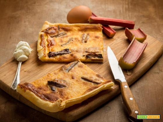 Golosa sfoglia con rabarbaro e formaggio fresco