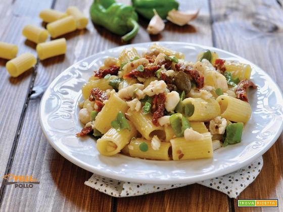 Pasta con pesce persico, pomodori secchi e friggitelli