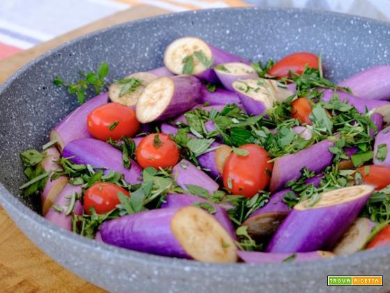 Melanzane perline, pomodori datterini, erbe aromatiche ed aceto balsamico