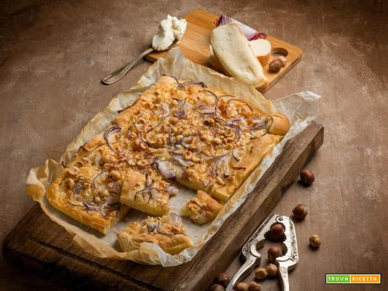 Focaccia con cipolle e formaggio, la golosità in un sol boccone!
