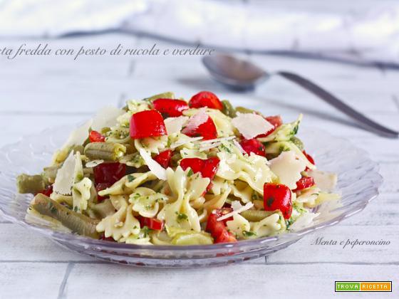 Pasta fredda con pesto di rucola e verdure
