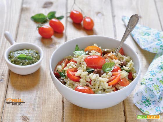 Riso freddo al pesto con pomodorini e olive