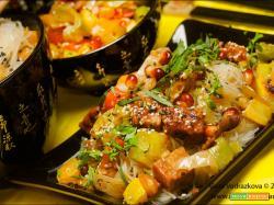 Vermicelli quasi asiatici con tempeh e verdure