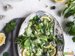 Insalata di cetrioli e menta al sesamo e miso  | Cucumber mint salad with sesame miso dressing