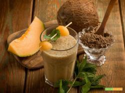 Esotico frullato di noni, melone, cocco e menta