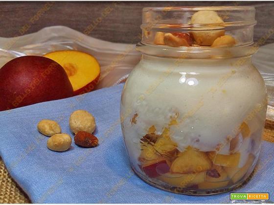 Crema al mascarpone con frutta fresca e secca