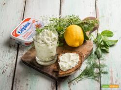 Salsa di formaggio cremoso alle erbe senza lattosio