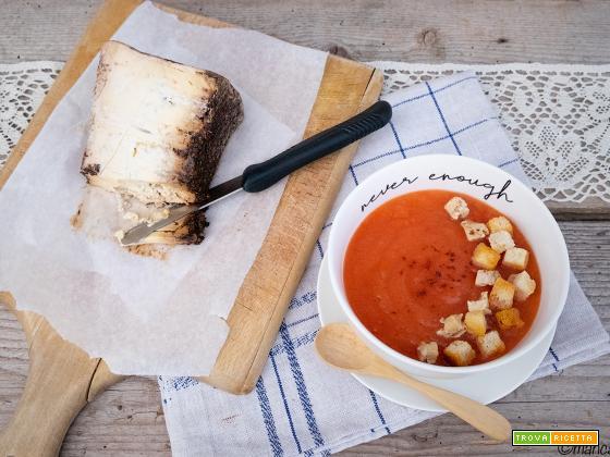 Zuppa al pomodoro, BluBeer e crostini di pane