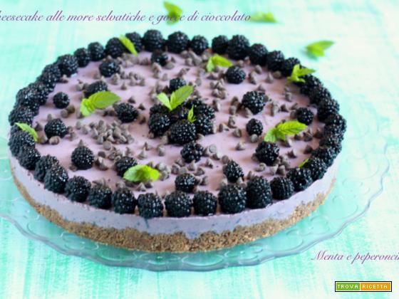 Cheesecake alle more selvatiche e gocce di cioccolato