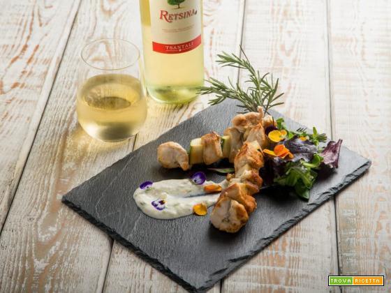 Spiedino alla greca con pollo marinato e salsa tzatziki