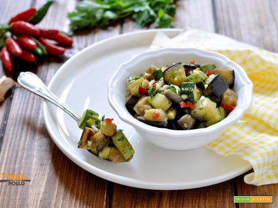 Melanzane e zucchine trifolate con aglio e peperoncino