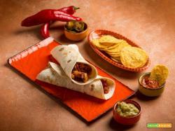 Sapori forti: fajitas di pollo con salsa chili e guacamole