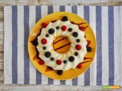 Torta di panna cotta al caramello e frutti rossi