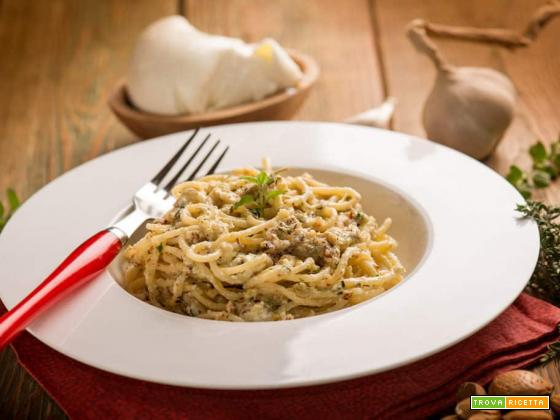 Spaghetti con burrata e mandorle: delizioso piatto pugliese!