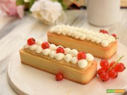 Crostata con confettura di mirtilli rossi, frangipane alle mandorle e mousse di yogurt alla vaniglia