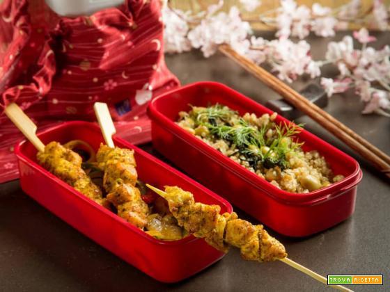 Schiscetta alla orientale con spiedini di pollo al curry