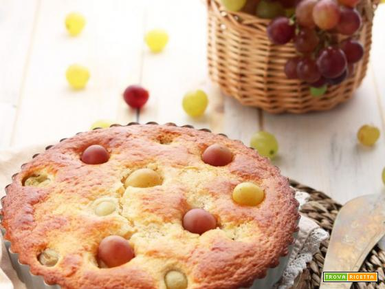 Torta morbida allo yogurt, mandorle ed uva