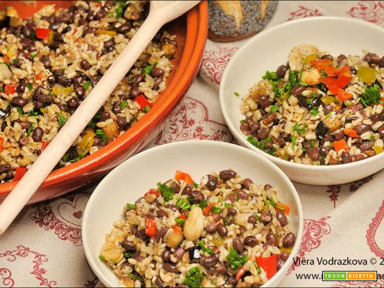 Tajine di Azuki e avena integrale con verdure dell'orto