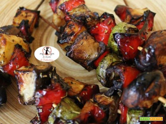 Spiedini di verdure gustosi in friggitrice ad aria