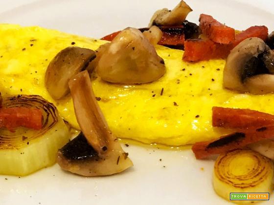 Ricetta omelette con funghi, porri e chorizo