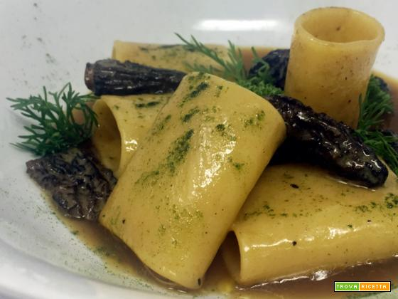 Ricetta di pasta con paccheri al burro di spugnole e bisque