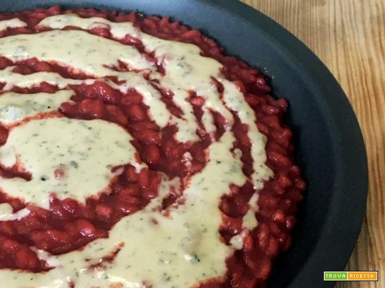 Ricetta risotto alla rapa rossa e fonduta di blue cheese