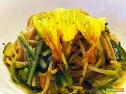 Ricetta spaghetti integrali la Molisana con zucchine e fiori di zucca