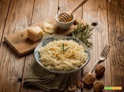 Risotto al miele, rosmarino e noci: sapori delicati a tavola
