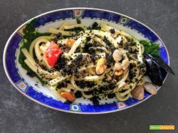 Scialatielli cozze, vongole e friarielli con mollica croccante al nero di seppia