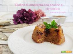 Budino di amaranto con pesche e gocce di cioccolato