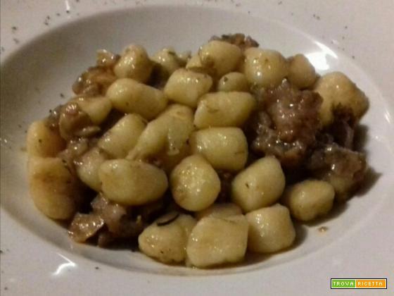 Gnocchi di patate funghi porcini e salsiccia