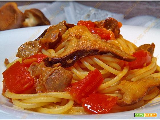 Spaghetti al pomodoro con durelli di pollo e funghi