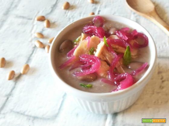 Vellutata di fagioli con tonno e cipolle caramellate