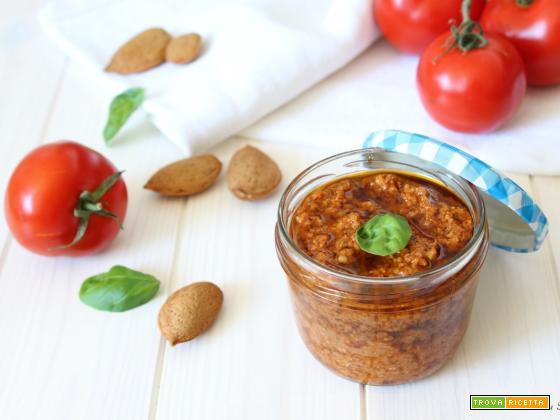 Pesto rosso di pomodori freschi e secchi