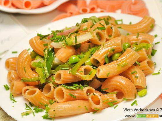 Rigatoni di lenticchie con le verdure senza glutine