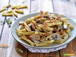 Pasta ai funghi cremosa con speck croccante