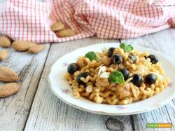 Pasta al pesto rosso gamberi e olive