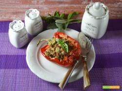 Peperoni al forno ripieni con tonno e olive