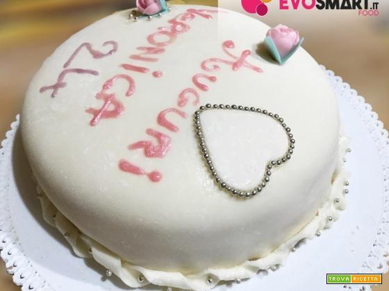 Torta di compleanno con pasta di zucchero