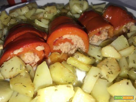 Involtini di peperoni con tonno e contorno di patate