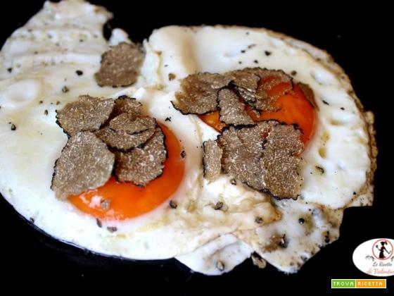 Uova all'occhio di bue con tartufo nero d'Alba