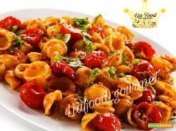 """Orecchiette con pomodorini o""""oppiennolo""""e basilico"""