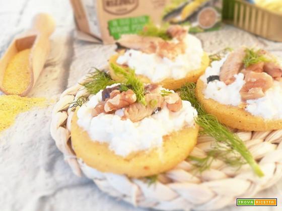 Crostini di polenta con fiocchi di latte e sardine
