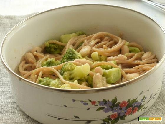 Spaghetti integrali, broccoli, cannellini e acciughe