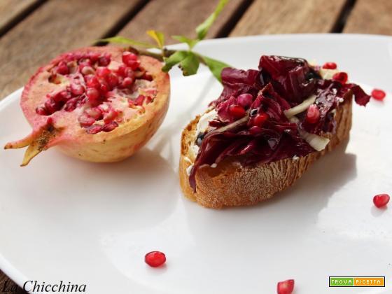 Bruschette con radicchio, finocchio, melagrano e aceto balsamico