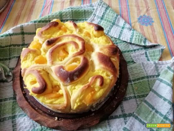 Torta di rose con crema e pesche